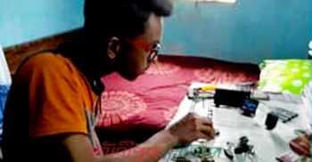 মিনি কম্পিউটার তৈরি করেছে দশম শ্রেণির ছাত্র
