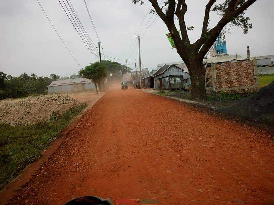 গৌরীপুর-কলতাপাড়া সড়কে ব্যবহৃত হচ্ছে নিম্নমানের নির্মাণ সামগ্রী