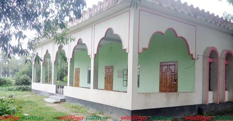 অনুদান দিয়ে মসজিদে তালা ঝুলিয়ে দিলেন প্রবাসী