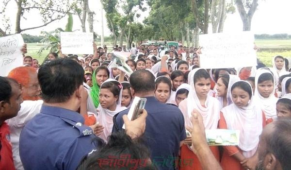 গৌরীপুরে স্কুল ছাত্রীকে ছুরিকাঘাত করল মাদকাসক্ত বখাটে যুবক
