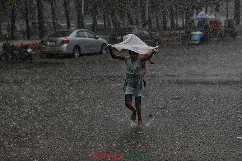 দুর্ভোগে নগরবাসী: বৃষ্টি থাকবে আরো কয়েকদিন