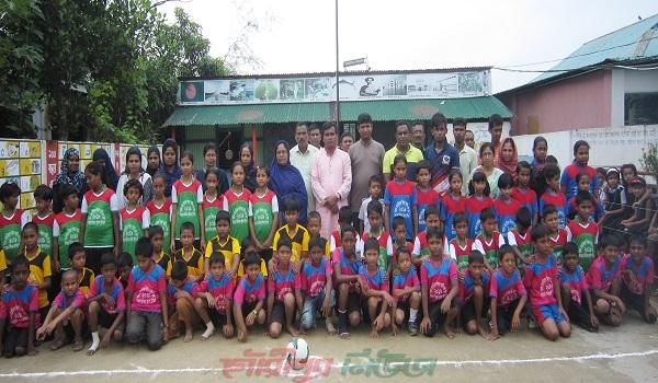 গৌরীপুরে কোমলমতি শিশুদের ফুটবল টুর্নামেন্ট
