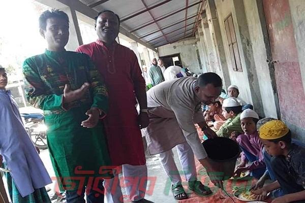 গৌরীপুরে এতিম শিশুদের মাঝে বঙ্গবন্ধু জন্মশতবার্ষিকী উদযাপন কমিটির খাবার বিতরণ