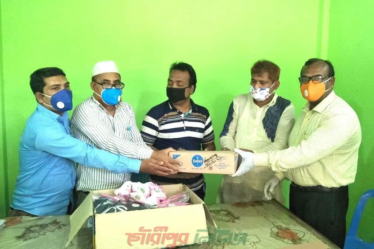 নান্দাইল ডিজিটাল প্রেসক্লাবে সাবেক ছাত্রনেতা মামুনের করোনা ভাইরাস প্রতিরোধ সামগ্রী প্রদান