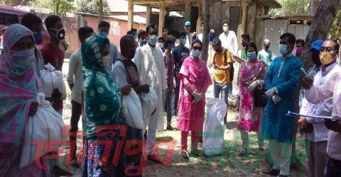 গৌরীপুর সরকারপাড়ায় দুস্থদের মাঝে খাদ্য সামগ্রী বিতরণ