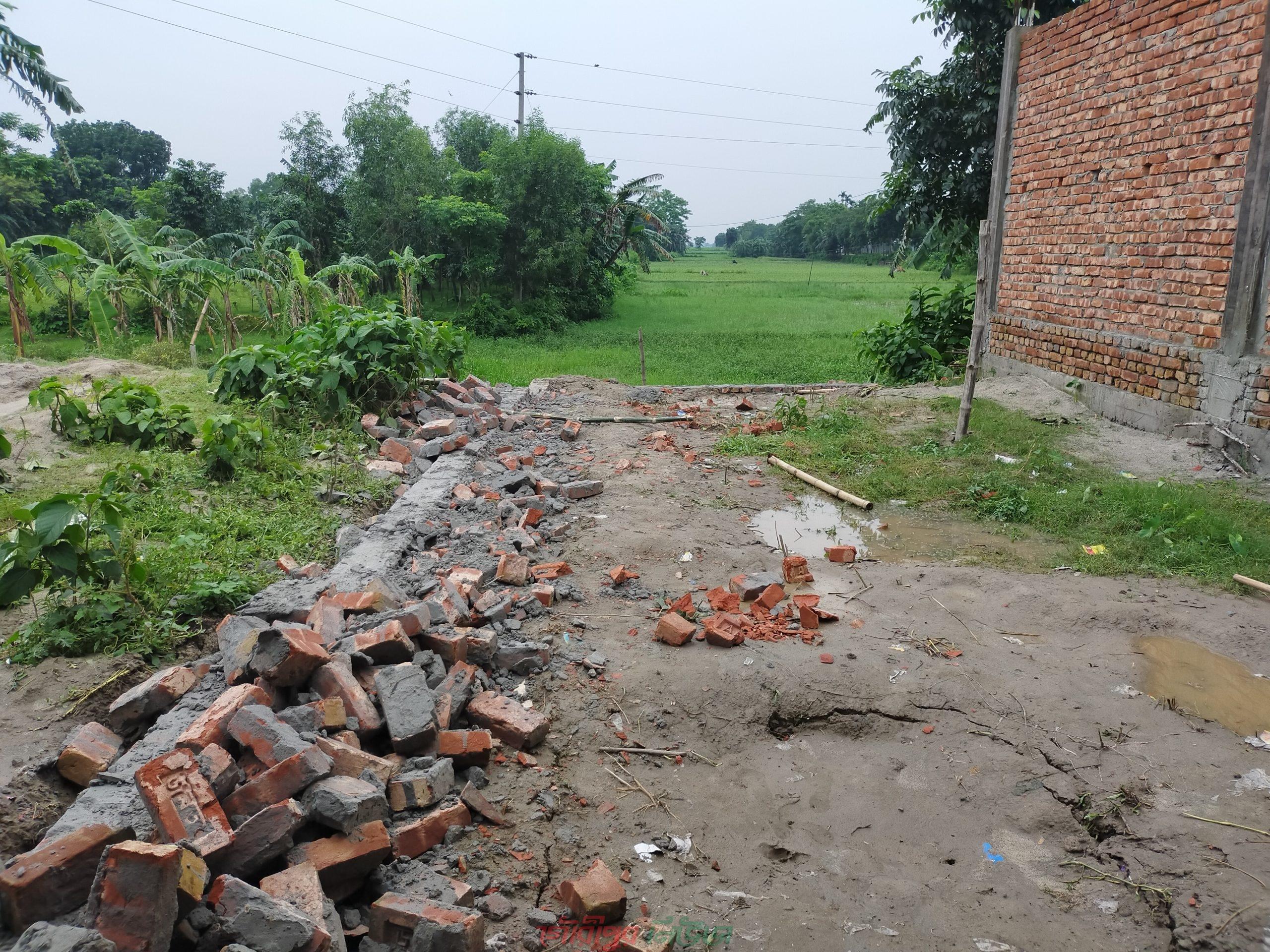 গৌরীপুরে নির্মানাধীন ব্যবসা প্রতিষ্ঠান ভাংচুর