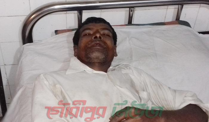 গৌরীপুরে শিক্ষকের হামলায় অটো রিক্সাচালক আহত