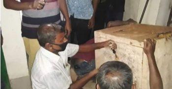 ৪০ বছরের পুরনো সিন্দুকে পাওয়া কাগজ নিয়ে ময়মনসিংহে হৈচৈ