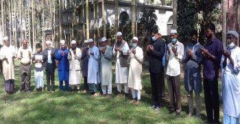 গৌরীপুরে মুক্তিযোদ্ধা কবরস্থানে শহীদদের কবর জিয়ারত