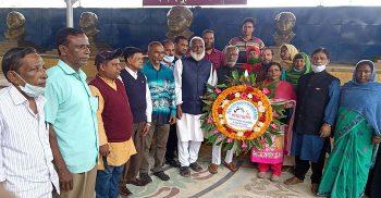 বঙ্গবন্ধু'র প্রতিকৃতিতে এমপি নাজিম উদ্দিনের শ্রদ্ধা