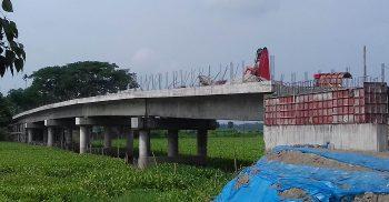 গৌরীপুরে জলবুরুঙ্গা নদীতে সেতু নির্মাণ কাজে ধীরগতি